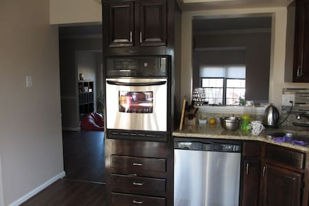 Cozy bedroom and bath in Timonium - Lutherville-Timonium - House