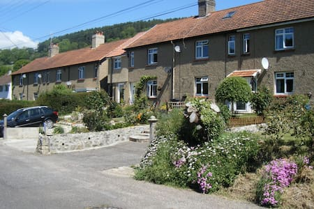 Coombe Cottage  Bed and Breakfast, Axmouth, Devon - Axmouth