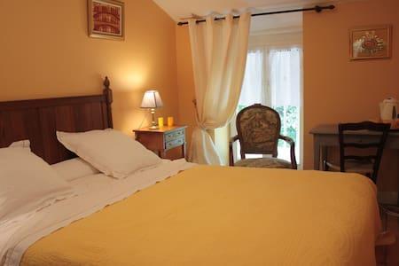 Chambres d'hôtes de charme jaune - Fresnes-au-Mont - Bed & Breakfast