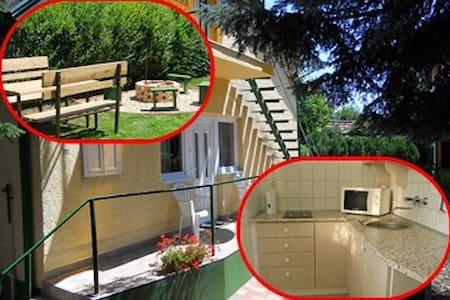 Kedves kis ház: kert, teke, parkoló