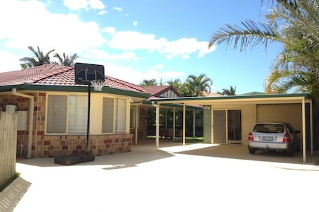 Cheap Warm and Friendly family home - Tingalpa