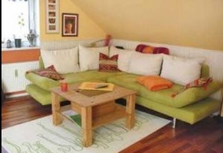 2 Zimmer DG-Wohnung inkl. Terrasse - Apartamento