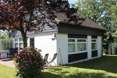 Schönes Ferienhaus in Den Osse - Dům