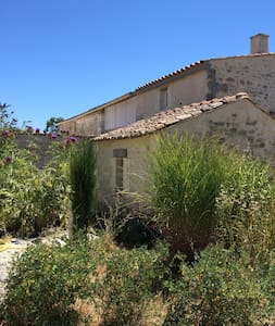 Petite maison charentaise, charme et pierres - Huis
