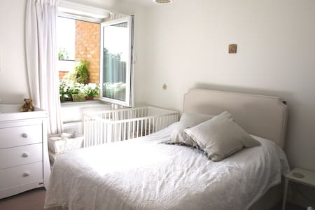 Cosy London Flat with balcony - Londra - Appartamento