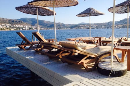 Bodrum-Gündoğan denize Sıfır daire.