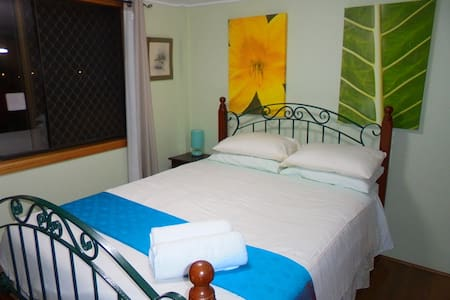 Majestic Mountain views -large private room +Wi-Fi - Redlynch - Bed & Breakfast
