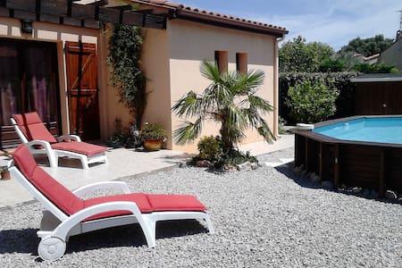 Calme, jardin et piscine - Hus