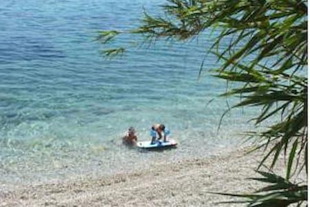 Seaside luxury villa, 4 to 10,quiet - Corfu