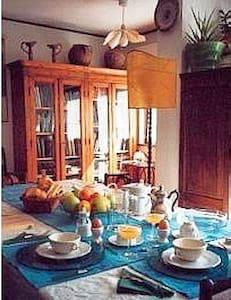 Rome hillside DB Bedroom/balcony - Albano Laziale - Bed & Breakfast