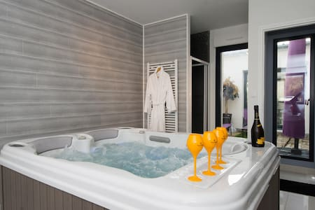 Trendy address in Champagne & Jacuzzi - Hus