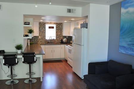 Modern/Clean 2 BR Condo in Old Town Scottsdale - Condominium