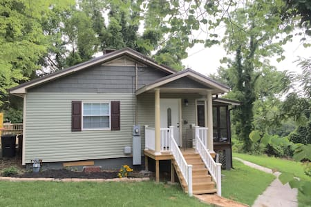 Oak Ridge Cottage in Oak Ridge, TN - Rumah