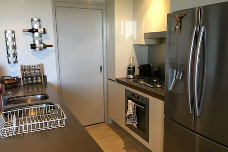 Modern apartment, close to city living, Free WIFI - Appartamento