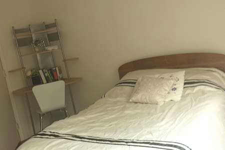 Cozy Room in Shared Suite-WBR
