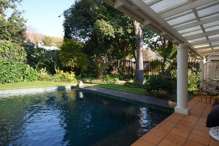 A Cottage in a Garden - Johannesburg - House