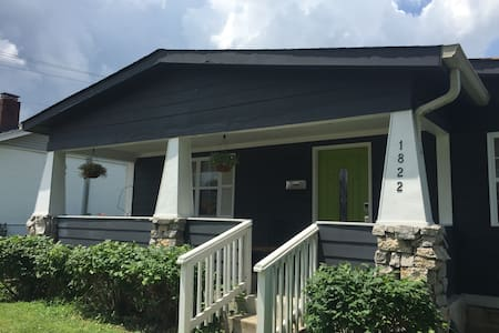 Peaceful Downtown Bungalow 2 br/ba!