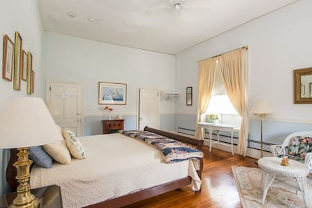 This large room features a king sized bed, and sitting area, WiFi and basic cable.  Enjoy a continental breakfast,  then walk across the street to tour the Elms!   We're near the Tennis Hall of Fame, Salve Regina University, and the mansions.