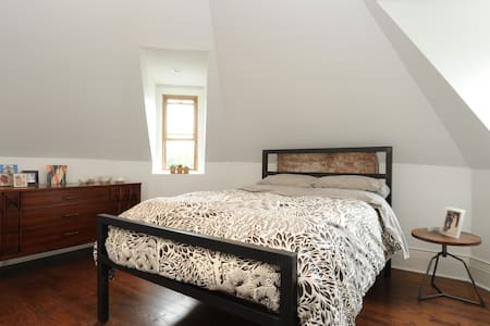 Enjoy the entire place to yourself and be sure to walk to Selden Standard, Detroit restaurant of the year 2015. This apartment is the third floor of a fully renovated 1890s Victorian mansion.