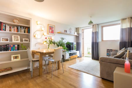 Beautiful, modern apartment in trendy Brixton - Londen