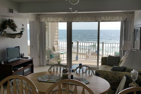 Oceanfront Condo Directly On Beach! - Apartament