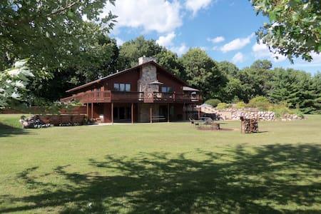Redwood Retreat  Rockton, IL. - Rockton - House