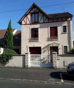 Chambre privée à 25 minutes Paris - Conflans-Sainte-Honorine