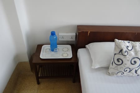A+ location, great views, WiFi+AC! - Kolkata - Apartment