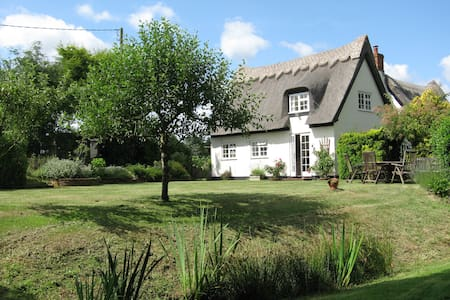 White Cottage, Iken, modernised country chic - Huis