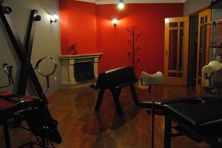 Kinky Red Room - Alfena - Apartamento