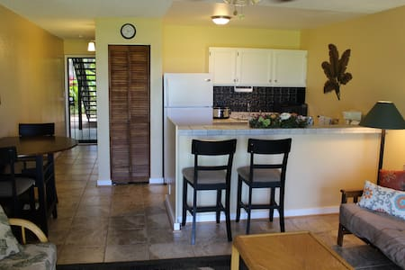 Molokai Shores 126B - Beachfront - Condominio