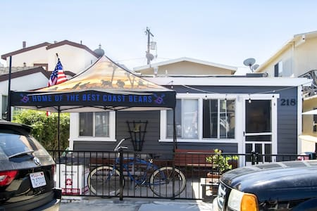1BD Cottage 2 Blocks to the Beach!!