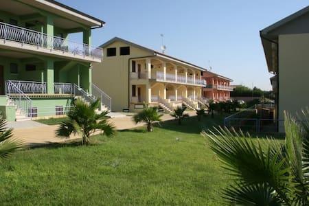residence con piscina 200m dal mare (1) - borgia - Apartment