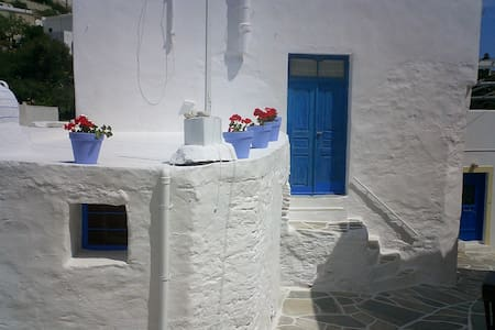 Lefkes, 150-year old house - Dom