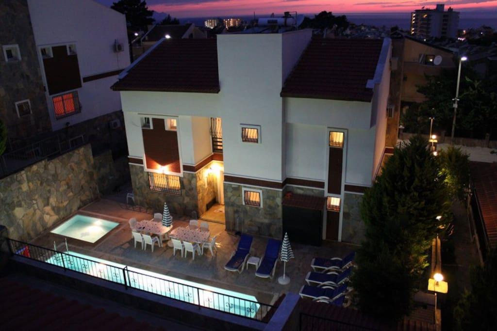 5 Bed Detachd Villa w/Pvt Pool