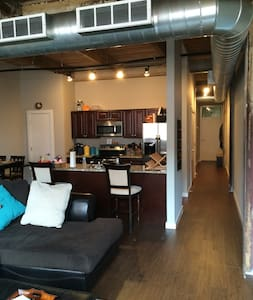 4 Blocks from Beale - Spacious Loft in South Main - Loft