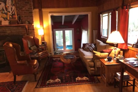 Rustic yet refined & spacious cabin - Dyke - Cabin