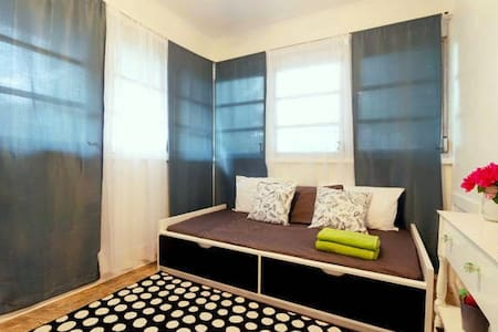 Bright room in central location - 小平房
