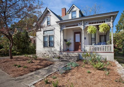 Private Apartment in Downtown Victorian Home - Lexington