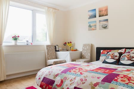 Double bedroom in Sutton, London - Sutton - Lejlighed