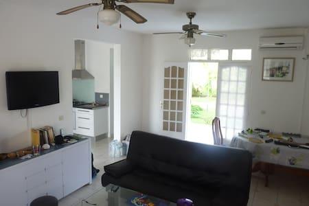 Chambre dans villa tout confort - Ház