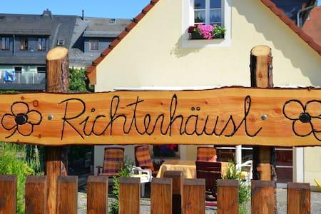 """Ferienhaus """"Richterhäusl"""" - DTV 4* - Oederan - Casa"""