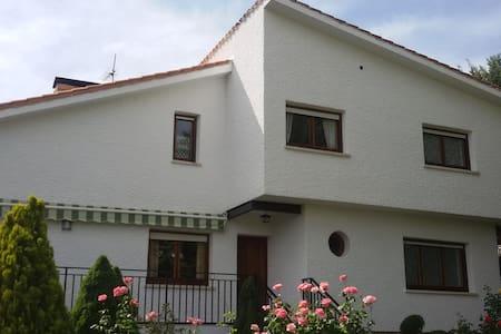Casa rural Deo Gratias en Robledo de Chavela - Casa