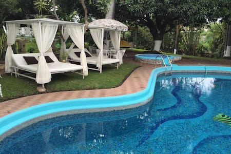 Room type: Entire home/apt Property type: House Accommodates: 8 Bedrooms: 4 Bathrooms: 6