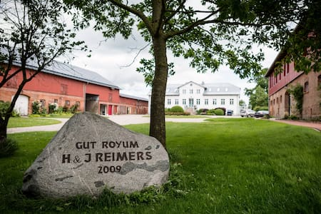 Gut Royum (FeWo Strohlager, bis zu 4 Pers.) - Apartamento
