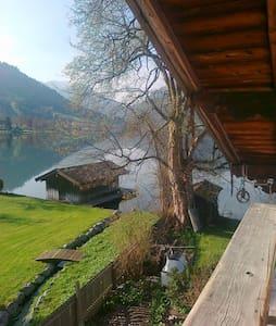 Seehäusl, Appartment directly on Lake Schliersee - Casa