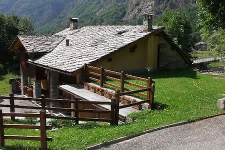 Issime - Valle di Gressoney appartamento trilocale - Wohnung