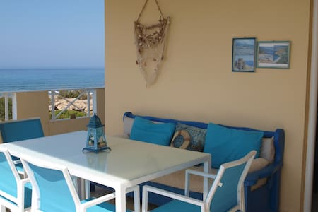 House by the sea in Fragkokastello - Apartment