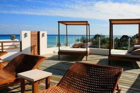 DELUXE XVI COCO BEACH FRONT CONDO
