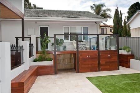 Renovated villa close to the beach - Innaloo - Casa